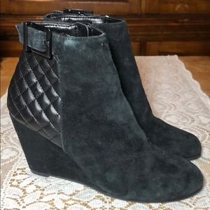 BCBGeneration WRIGHT QUILTED WEDGE BOOTIES SZ 7.5M